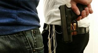 אילוסטרציה - ניסה לגנוב אקדח ממאבטח בבני ברק ונמלט