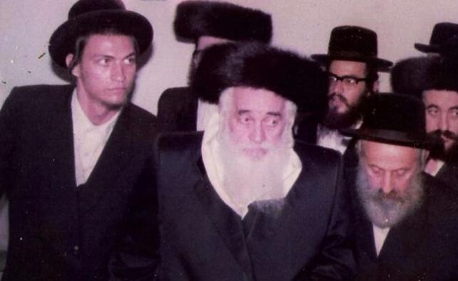 בשמאל התמונה: רבי יעקב ויזל בצעירותו