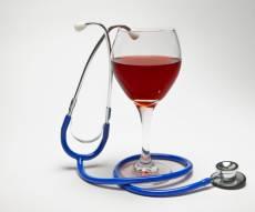 """כוסית יין אדום ביום טובה ללב? """"זו לא תרופת פלא"""""""
