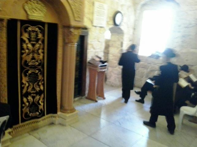 קבר דוד: נוצרים פינו ספסלי הישיבה