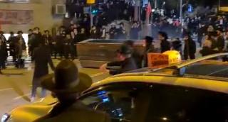 צפו: קיצונים דרדרו פח שהתנגש באוטובוס