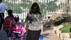 ילדים והוריהם, בדרך למוסדות החינוך. אילוסטרציה