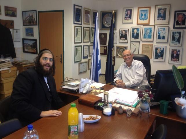 ראש עיריית אלעד ישראל פרוש עם עם מוטי דלג'ו, ראש מועצה אזורית דרום השרון