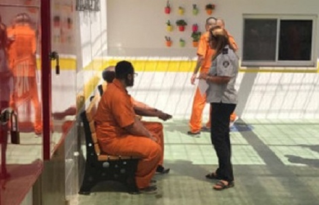 אסיר חרדי בכלא. אילוסטרציה