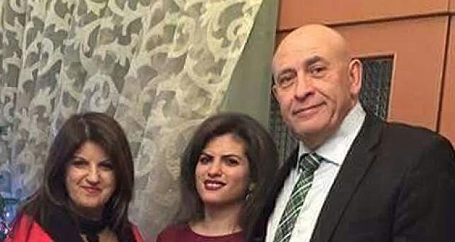 באסל גטאס עם בתו ורעייתו