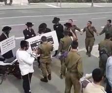 החיילים החרדים רקדו מול הקיצוניים • צפו
