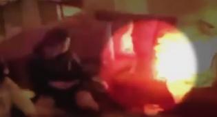 המצלמות תיעדו: מחשב נייד הופך ברגע לכדור אש