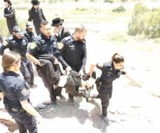 """מפגינים השתלטו על """"שטח הקברים"""" • צפו"""
