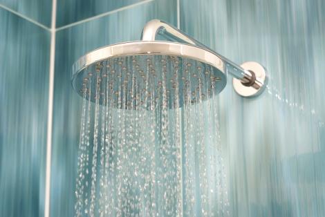 על הבוקר: מקלחת חמה או קרה?