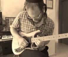 """""""לעלות למעלה"""" - דודי סתר והגיטרה • צפו"""