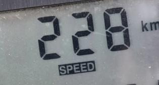 """נהג נתפס """"טס"""" במהירות של 228 קמ""""ש"""