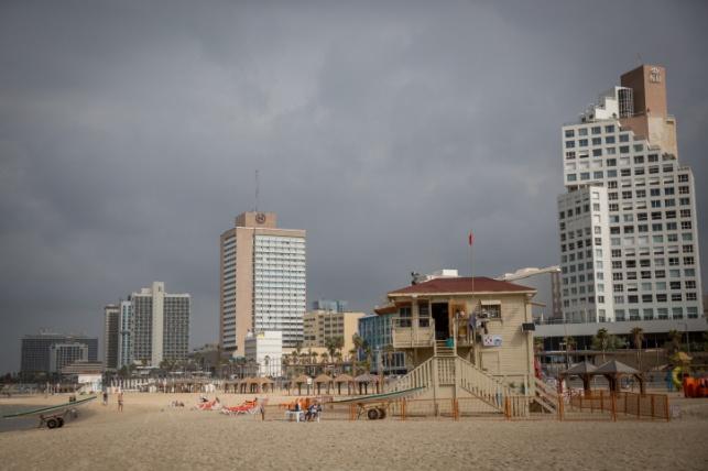 חוף הים בתל אביב, אתמול