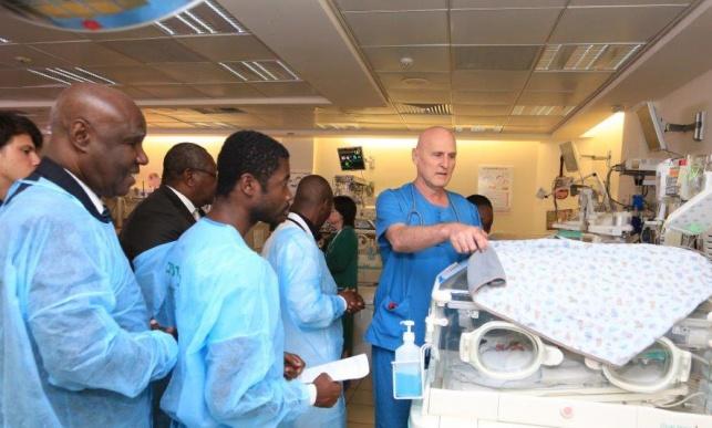 המשלחת מחוף השנהב בפגיית בית החולים מעייני הישועה