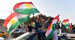 כורדים חוגגים בארביל לאחר משאל העם - הכורדים מוותרים על השאיפה לעצמאותם