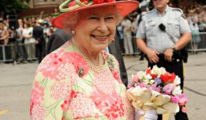 איך מלכת אנגליה מנקה את היהלומים שלה