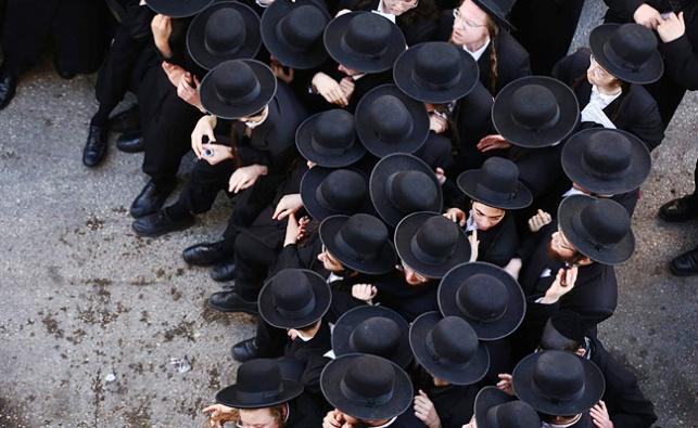 חסידי גור מפגינים בירושלים. הערב