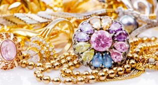 פתרונות מבריקים לאחסון, סידור ושמירה על תכשיטים שכל אחת חייבת לדעת - פתרונות מבריקים לאחסון תכשיטים
