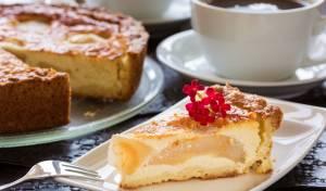 עוגת גבינה ותפוחים נימוחה ועשירה