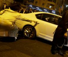קיצונים הורידו שלטים; נזק נגרם לאוטובוס