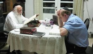 """עו""""ד יעקב וינרוט בעת לימודו עם הגרב""""ד פוברסקי - כשפרקליט הצמרת ביקש לעשות שטייגען"""