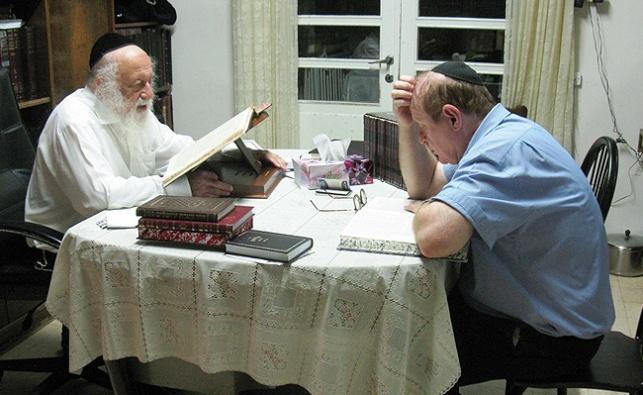 """עו""""ד יעקב וינרוט בעת לימודו עם הגרב""""ד פוברסקי"""