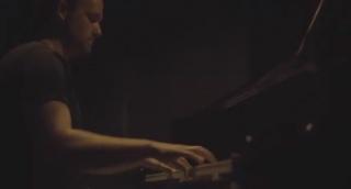 """מנדי פורטנוי והפסנתר: """"כי אנו עמך"""""""