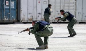 מסוק צבאי מעל בית החולים העשן, לאחר הפיגוע - 30 נרצחו בידי מחבלים מחופשים לרופאים