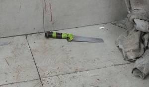 הסכין של המחבל - פיגוע דקירה בירושלים: שני שוטרים נפצעו