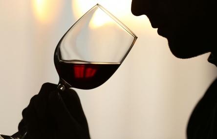 החמיצות באוכל תעצים את טעמים אלו ותוציא את היין מאיזון.
