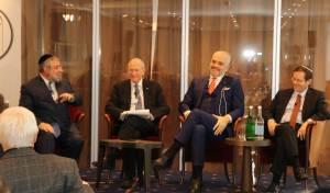 """הגר""""פ גולדשמידט עם הנשיא הנבחר בוועידה בדאבוס"""