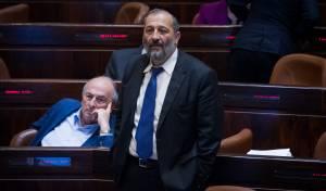 אריה דרעי במליאת הכנסת - חוק המרכולים אושר ב'קריאה ראשונה'