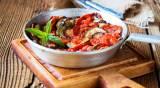 תבשיל קישואים עם עגבניות ובזיליקום