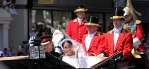 """חתונה הממלכתית בבריטניה, הנסיך הארי ומייגן מרקל - סיבוב על החתונה המלכותית: המזכרות שחולקו לאורחים נמכרות באלפי ליש""""ט באיביי"""