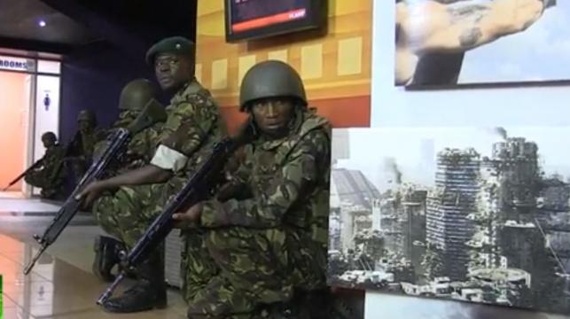 חיילים קנייתים בקניון