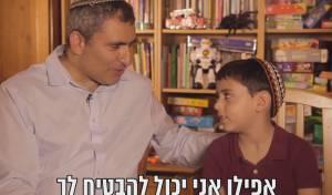צפו: השר אלקין גייס את בנו לקמפיין הבחירות