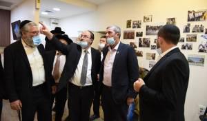 רפי פרץ בסיור בעמותת נצח יהודה