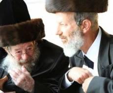 """ר' הושע פרידמן (מימין) ואביו זצ""""ל - הרבי השתחרר מצה""""ל ויחל למסור שיעורים"""