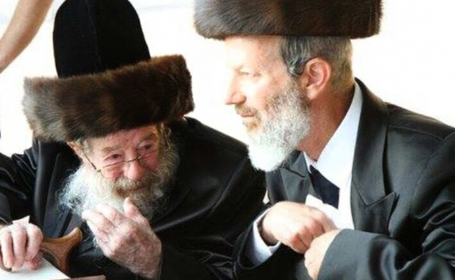 """ר' הושע פרידמן (מימין) ואביו זצ""""ל"""
