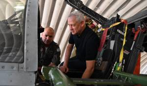 שר הביטחון גנץ ביקר בבסיס תל נוף; תיעוד