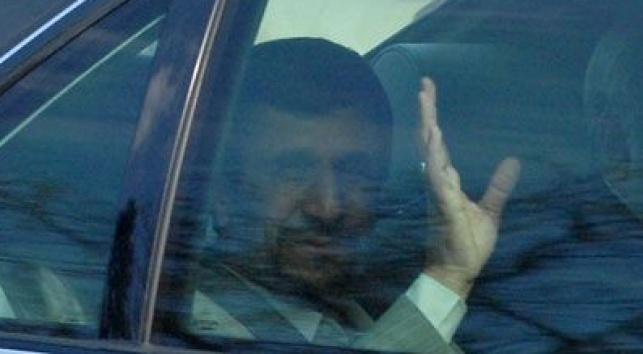 נשיא איראן לאחר נאומו, אתמול (צילום: מאיר דהן, COL)