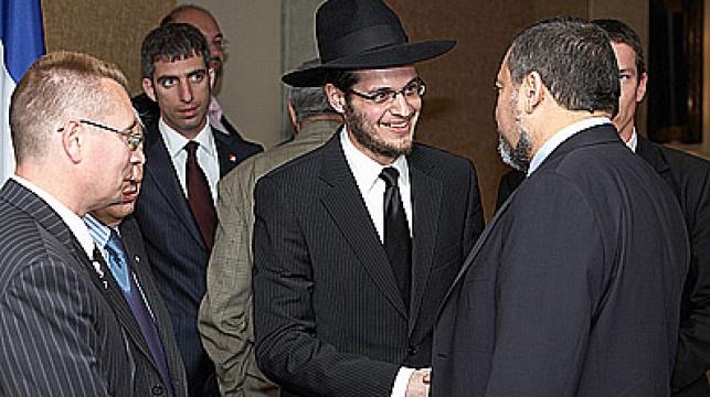 הרב דייטש מקבל את פני שר החוץ