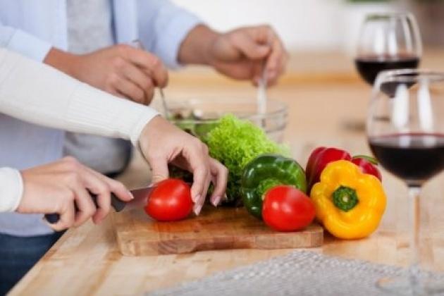 ארוחה משפחתית. יכולה להציל את הזוגיות