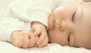 """""""הלוחשת לתינוקות"""". תנו לתינוק להרדם לבד"""