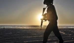 """חייל, צבא, שומר, חוף זיקים / צלם רויטרס - מחדל בצבא ארה""""ב: מסמכים דלפו"""