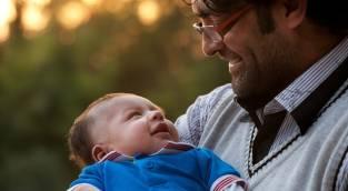 לא הכל תלוי בהם.. - מה הופך אבות לרגישים יותר לילדיהם?