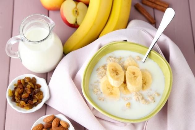 ארוחת בוקר חמה ומזינה: דייסת סולת ובננות