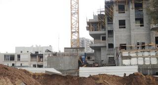 """בנייה מנוך אשדוד בניינים דירות - האטה בשוק הנדל""""ן: צניחה של 15% במספר הדירות שמכרו קבלנים בשנה החולפת"""
