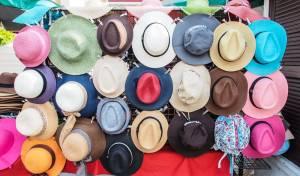 אז מה הכובע של אומר עלייך?