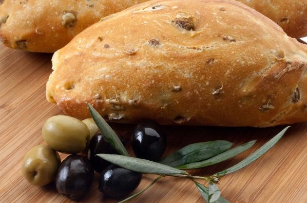 לחם זיתים מקמח מלא. רוצי לאפות