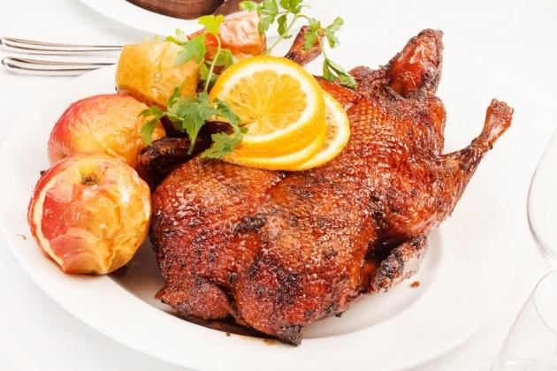 חוגגים סוכות: עוף בזיגוג ברביקיו לצד תפוחי עץ